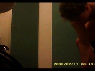 बदलते कमरे में छिपे हुए कैमरे