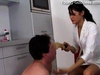 young-goddess.com - देवी अन्ना सोने उसकी गुलाम हावी