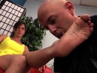 जूता चाट और नंगे पैर की पूजा