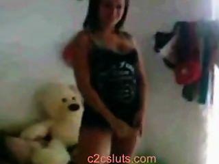 लैटिन किशोर अपस्कर्ट और minifalda में गधा