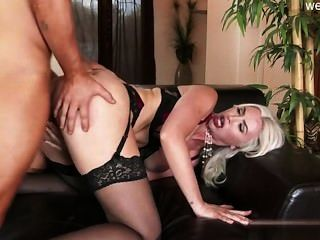 Busty लड़की गुदा dildo