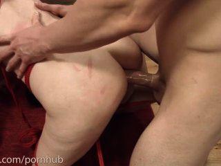 अपमानित गुदा piggie 2 लड़कों के साथ मुंह से गधा करता है और अपने गधे खाती