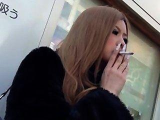 धूम्रपान बुत एशियाई।