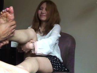 ताइवानी महिला पैरों की मालिश मिला