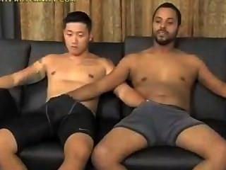 कोरेन और काले एक दूसरे को चूसना बंद
