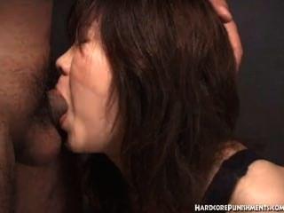 जापानी महिलाओं blowjob whilst रस्सी में बंधे देता है