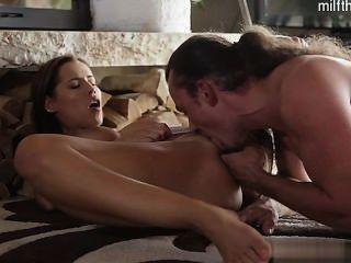 गर्म लड़की अद्भुत संभोग सुख