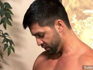 भावुक श्यामला समलैंगिक डोमिनिक Pacifico सिर देता है और कड़ी मेहनत गड़बड़ हो जाता है