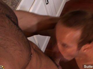 उत्तेजक शादीशुदा पुरुष जैक बेनेट सिर देता है और एक समलैंगिक द्वारा गड़बड़ गधे हो जाता है