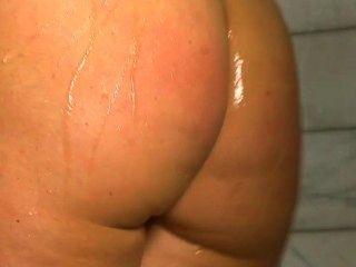 शॉवर में निकी sexx नग्न शो