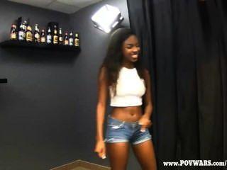 पीओवी युद्धों काले लड़कियों 5 सफेद लड़कों द्वारा गड़बड़ हो जाता है