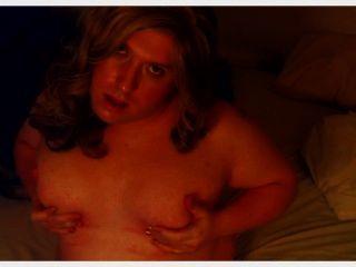 टीएस Tisha स्तन के साथ खेलता है
