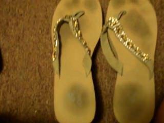 unpolished लंबे toenails