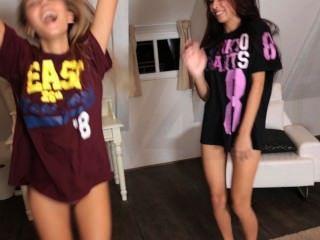 सेक्सी किशोरों की मॉडल बाहर और नृत्य कर रही है