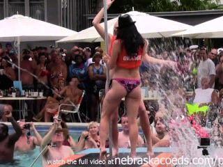 काल्पनिक उत्सव 2014 कुंजी पश्चिम में जंगली पूल पार्टी