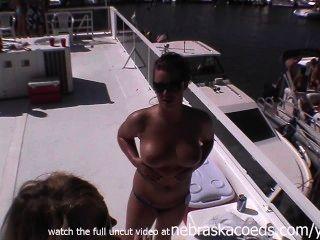 जुड़वां बहनों के घर वीडियो नग्न लीक निजी वीडियो जश्न मना करते हुए