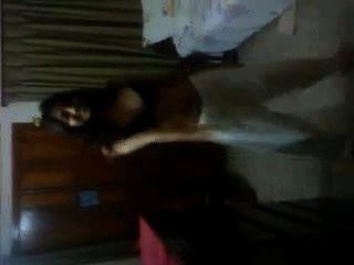 बांग्लादेशी - उसके बेडरूम में BF के साथ मस्ती होने abanti