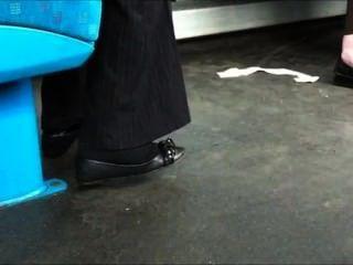 अश्वेतों में लड़की एक बैले Shoeplay साथ मोजे