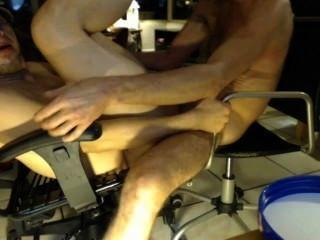 दंगल DU इतना समलैंगिक (क्योंकि दो कार्यालय कुर्सियों में कमबख्त Skillz लिया)