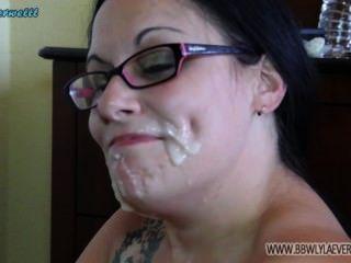 व्हाइट बीबीडब्ल्यू उसके चेहरे पर सह से पता चलता है कई चेहरे संकलन लंड से