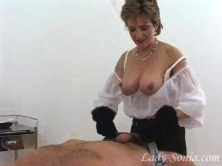 फर दस्ताने में भव्य लेडी सोनिया डिक गुलाम बंद झटके।