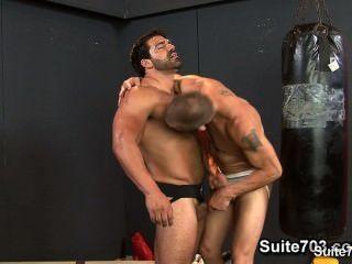 जिम में उनके तंग buttholes कमबख्त गर्म पत्रिका धावक