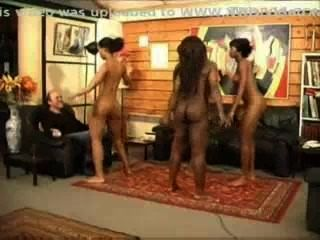 काले लड़कियों नग्न नृत्य