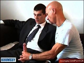 सीधे लड़के को मिल रहा है उसे करने के बावजूद एक पुरुष के द्वारा एक बहुत चूसा!