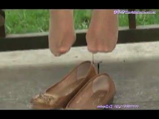 सेक्सी नाइलन में खरा एशियाई किशोर पैर