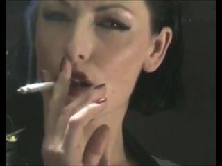 रुचिपूर्वक आदी धूम्रपान लेटेक्स में बुत मालिक कुतिया - पीवीसी