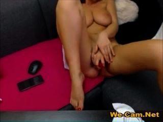 चैट रूम में खिलौने के साथ सेक्सी नाटक