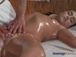 ठाठ स्तनों के साथ मालिश कमरे गर्म तंग किशोरों की कट्टर उपचार हो जाता है