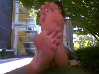 लंबे पैरों बदबूदार तलवों