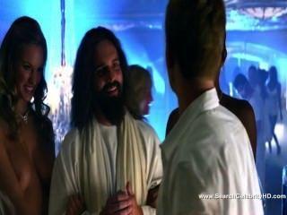 Cassie केलर नग्न - एक बहुत हेरोल्ड और कुमार 3 डी क्रिसमस