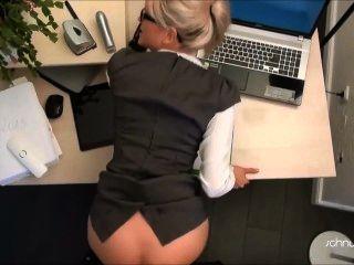 सुनहरे बालों वाली लड़की कार्यालय बकवास