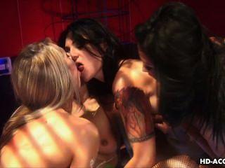 तीन बहुत सेक्सी bitches खिलौना फिसलन गीला योनी बकवास