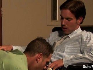 शरारती समलैंगिक बट किसी न किसी और काम पर cummed हो जाता है