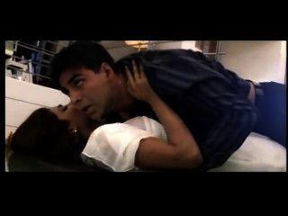 अंतरंग दृश्य - Aitraaz - अक्षय कुमार, करीना कपूर और प्रियंका chopra.m