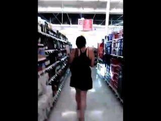 युवा Busty दुकान पर बिगाड़ने द्वारा पीछा किशोर उसकी स्कर्ट ऊपर देख