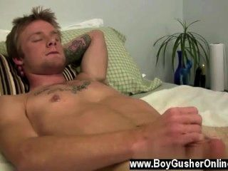समलैंगिक फिल्म में वह उस मालिश ले लिया और उसे अपने केबूज़ में गहरी भरवां
