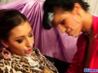 Bigtit महिलाओं का दबदबा स्प्रे प्यार Bukkake यूरो समलैंगिक