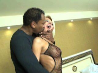 Slutty यूरो पत्नी मोटी बड़ा काला मुर्गा पर gags जबकि व्यभिचारी पति घड़ियों!