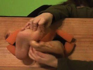 कैमिला नंगे पैर गुदगुदी