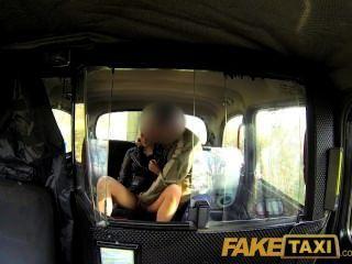 FakeTaxi - श्यामला क्लब परिचारिका एक वेश्या के लिए गलत