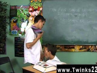 कमाल है समलैंगिक दृश्य डस्टिन revees और लियो पेज दो स्कूली बच्चों में फंस रहे हैं