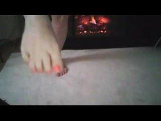 चिमनी से सेक्सी पैर