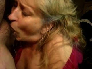 queenmilf उसके चेहरे 2015 pt2 पर एक लोड लेता है