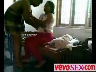गरीब भारतीय उसके प्रेमी ने धोखा दिया महिला