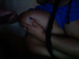 मेरे डिक चूसने और उसके titties पर कमिंग