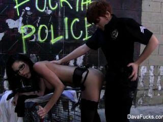 Dava Foxx एक महिला पुलिस द्वारा गड़बड़